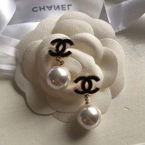 (PRICE FIRM) VIP Chanel earrings! 💕